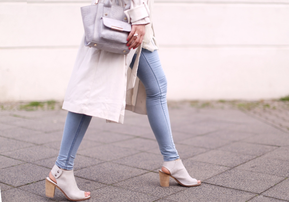 nude outfit - details_beine_quer