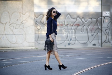 Autumn Slip Dress Missguided Dress Layering Oversize Oversized Sweater Navy H&M pullover Tophop Plateau Boots Fashionblogger Modeblogger Berlin Deutschland Germany Look