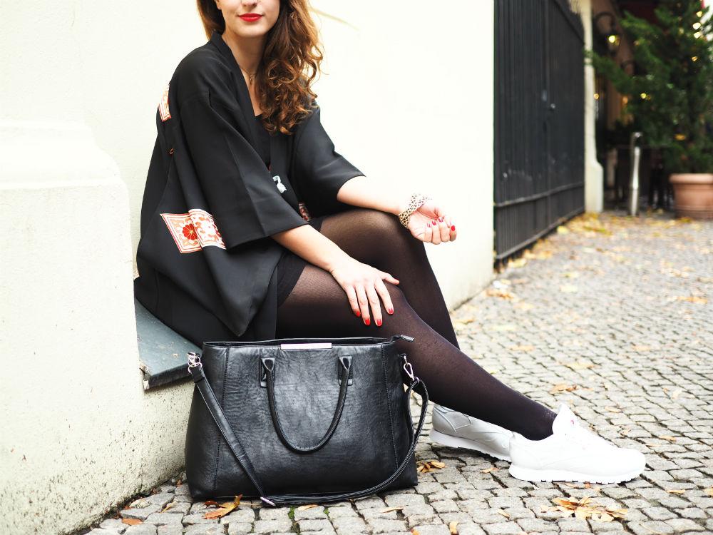 black vintage kimono_details sitzend