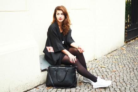 black vintage kimono_sitzend