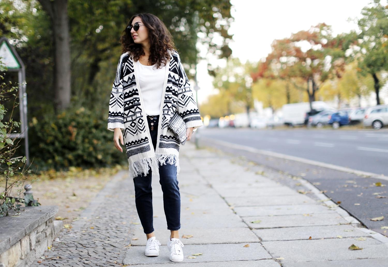Aztec Wool Coat YOINS Tom Tailor Tribute to Bambi Spendierhose Cropped Denim Pants Adidas Superstars Polkadots Footlocker Sneakers Fashionblog Modeblog Berlin Streetsytel Samieze
