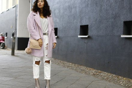 Fluffy Pink Oversize Coat Bershka White Ripped Boyfriend Jeans Justfab Jeans Pants Nude Mango Bag Grey pointed boots h&M streetstyle fashionblog modeblog blogger look outfit berlin germany deutschland winter look samieze