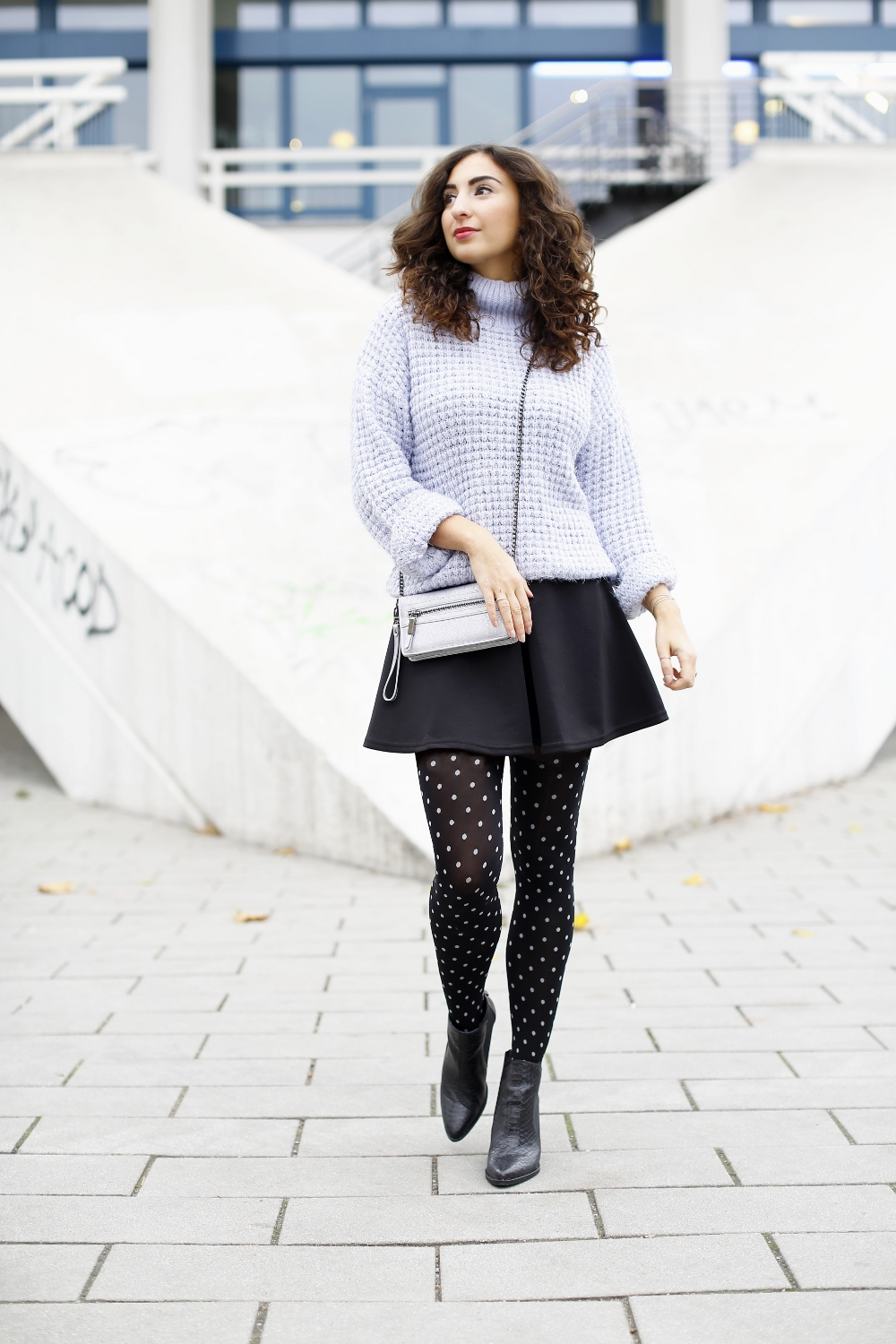 2019 year lifestyle- How to skater wear skirt with tights