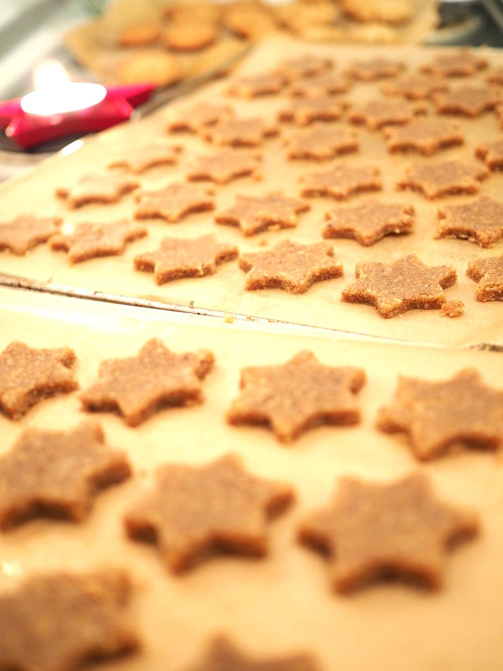 Vegan Cookies vegane plätzchen zimtsterne cinnamon stars vegetarian cake christmas cookies peanut cookies wehnachtsstimmung rezept otto.de #weihnachtenistindir