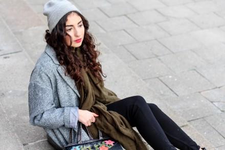 Zara Khaki Scarf Grey Oversize Coat Oasis Frühlingsmantel Streetstyle Casual Fashionblogger Blog Samieze grüner Schal