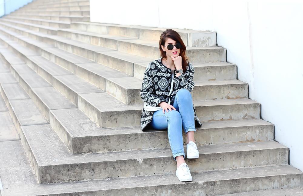 http://samieze.com/2016/04/aztec-coat-and-mom-jeans