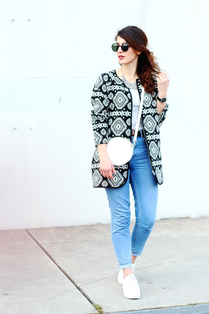 newlook aztec coat outfit topshop mom jeans  minimal modeblog spring look samieze fashionblog blogger deutschland streetstyle adidas superstars woman-2