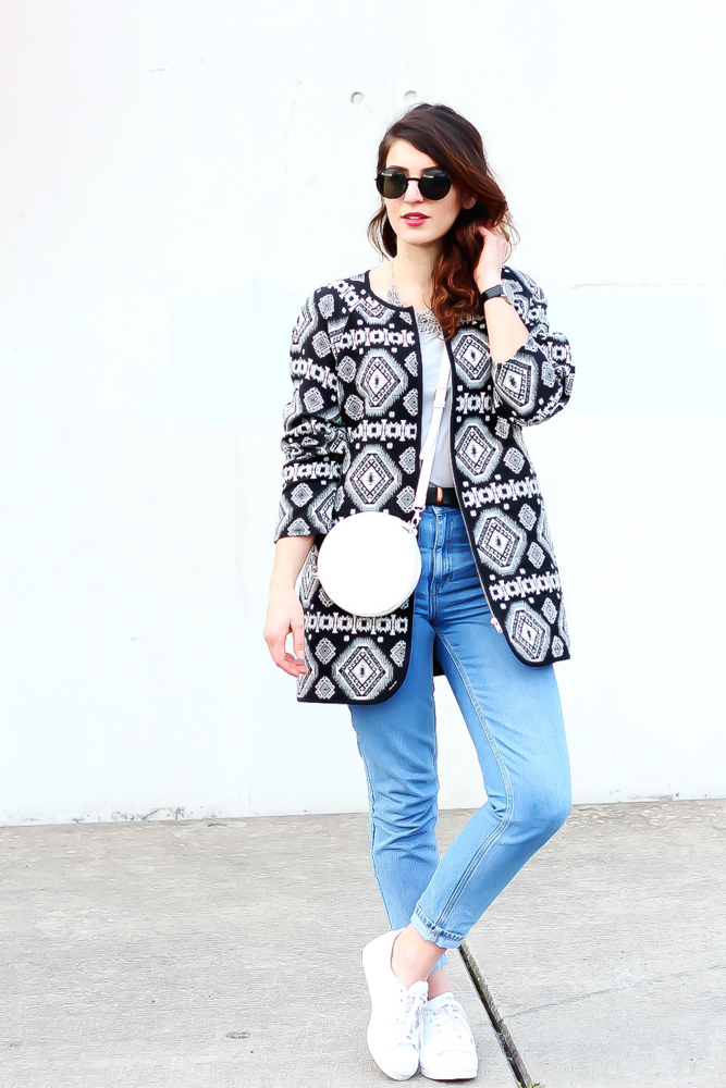 newlook aztec coat outfit topshop mom jeans  minimal modeblog spring look samieze fashionblog blogger deutschland streetstyle adidas superstars woman-3