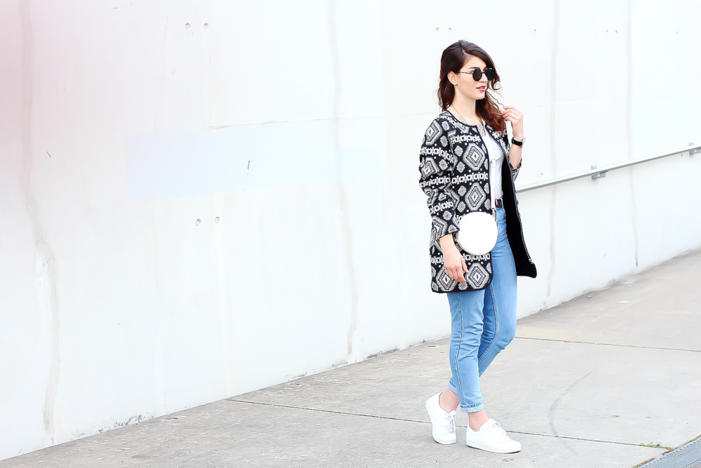 newlook aztec coat outfit topshop mom jeans  minimal modeblog spring look samieze fashionblog blogger deutschland streetstyle adidas superstars woman-4