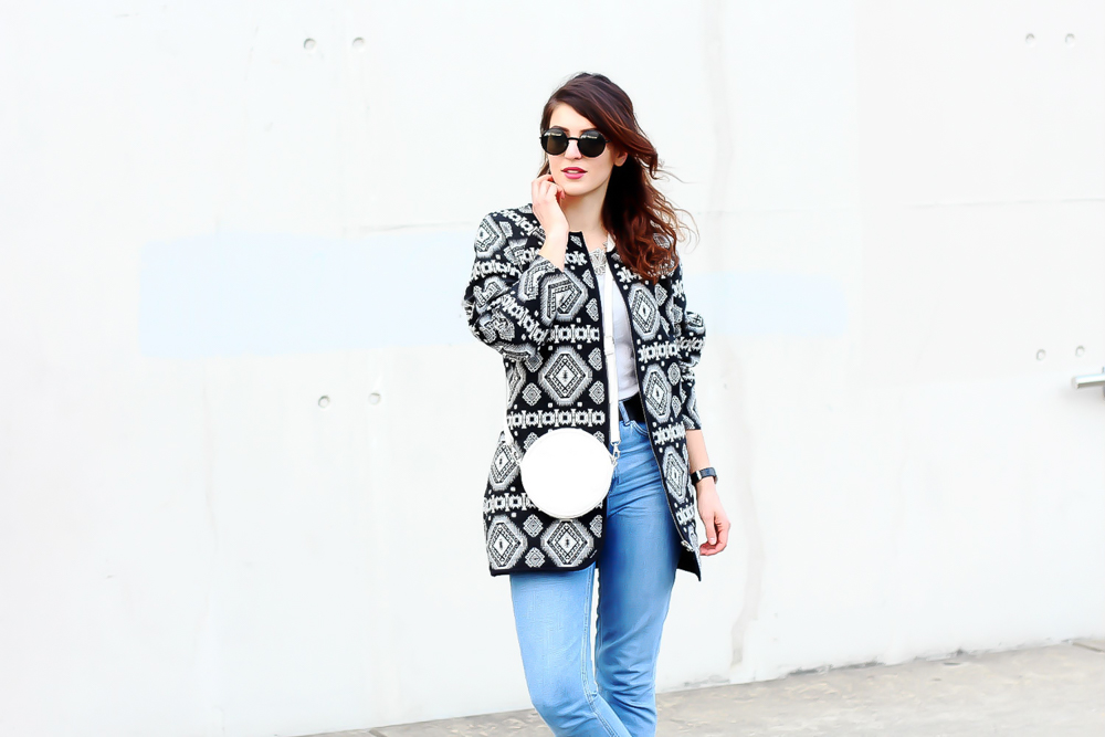 newlook aztec coat outfit topshop mom jeans  minimal modeblog spring look samieze fashionblog blogger deutschland streetstyle adidas superstars woman-6