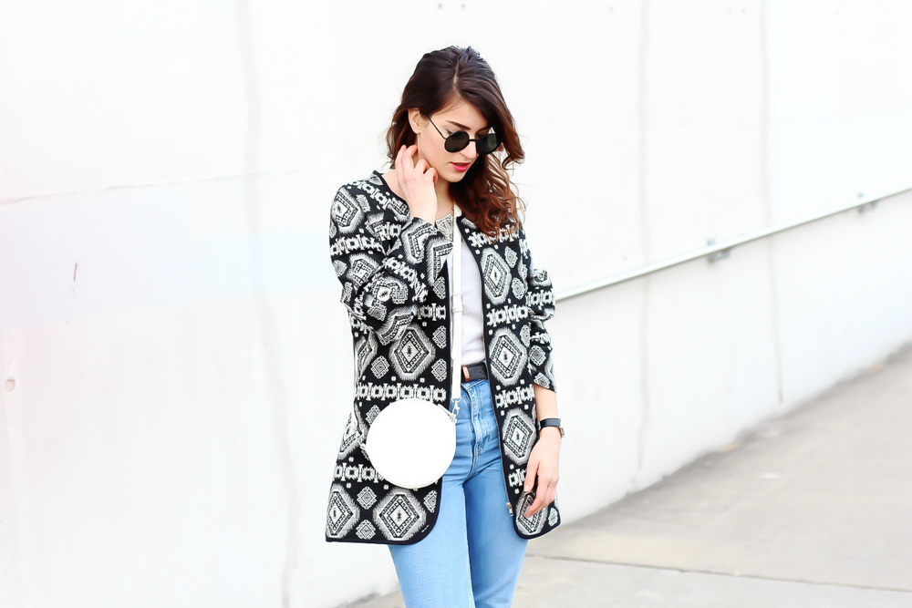 newlook aztec coat outfit topshop mom jeans  minimal modeblog spring look samieze fashionblog blogger deutschland streetstyle adidas superstars woman-7