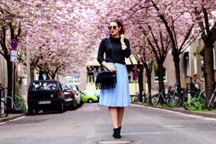 Midi Skirt Asos light blue vintage kitten heel ankle boots outfit streetstyle cherry blossom street berlin spring knitted turtleneck sweater spring looks-3