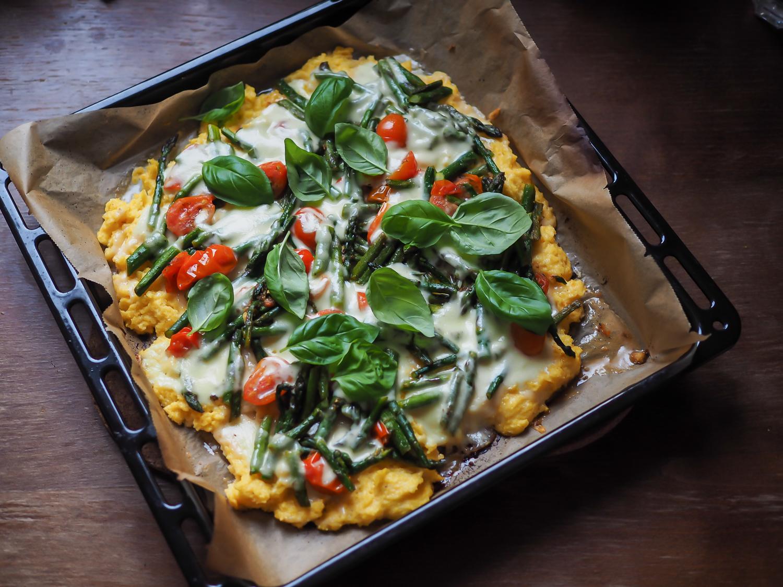 polenta pizza with asparagus foodblog germany. Black Bedroom Furniture Sets. Home Design Ideas