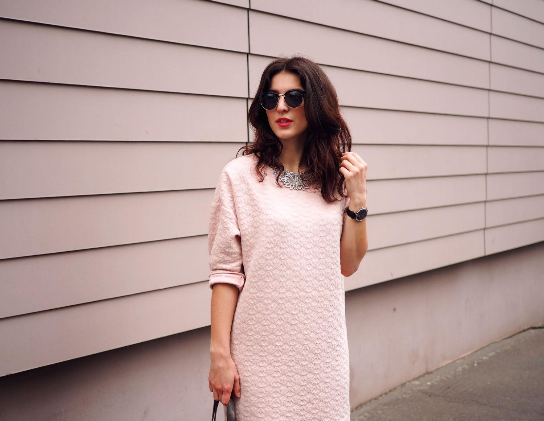 pink dress halb quer