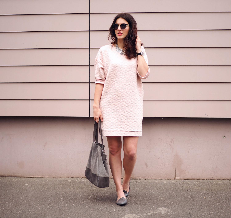 pink dress quer ganz 1