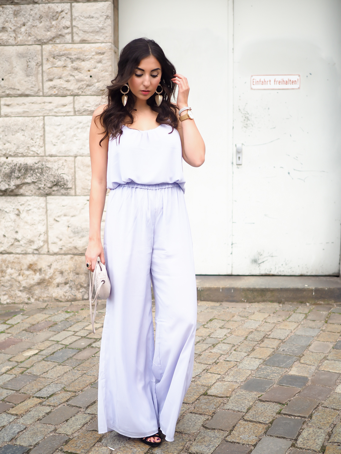 wpid-lilac-palazzo-pants-mango-strappy-top-hm-overall-wide-legs-trenchcoat-eleganz-night-out-big-earring-samieze-berlin-fashionblog-chic-streetstyle-summer-gala-event-11.jpg.jpeg