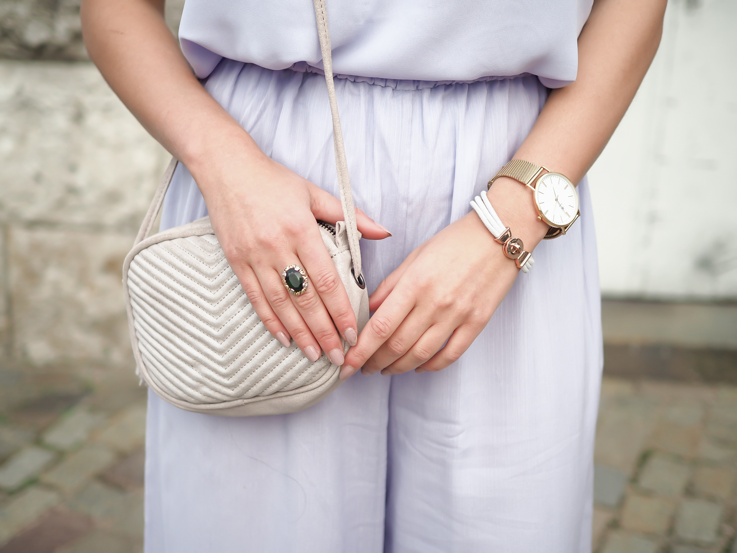 wpid-lilac-palazzo-pants-mango-strappy-top-hm-overall-wide-legs-trenchcoat-eleganz-night-out-big-earring-samieze-berlin-fashionblog-chic-streetstyle-summer-gala-event-8.jpg.jpeg