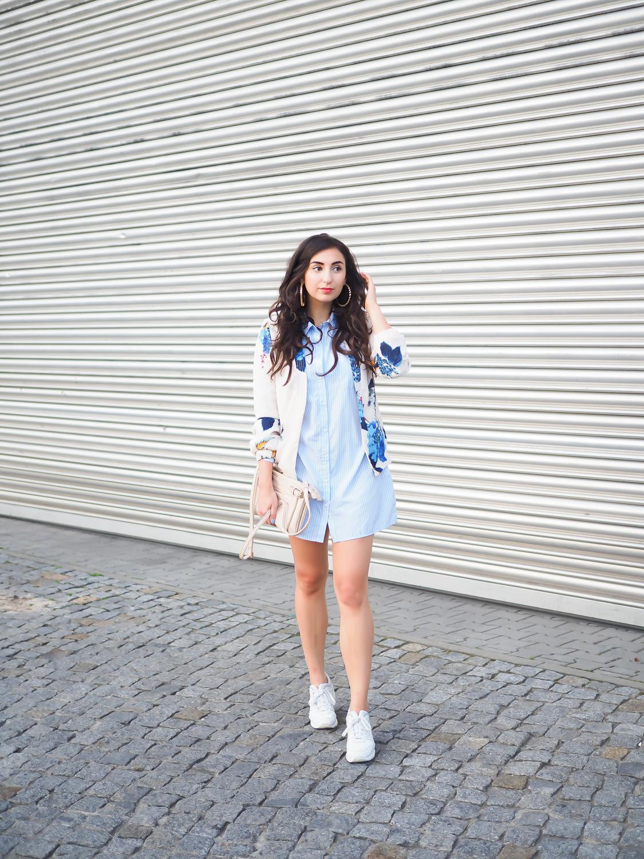 vero moda silk bomber japanese flowers bomberjacke kombinieren hemdkleid sneakers with skirt asics gel lyte III girl streetstyle summer berlin sommerlook fashionblogger samieze modeblogger-10