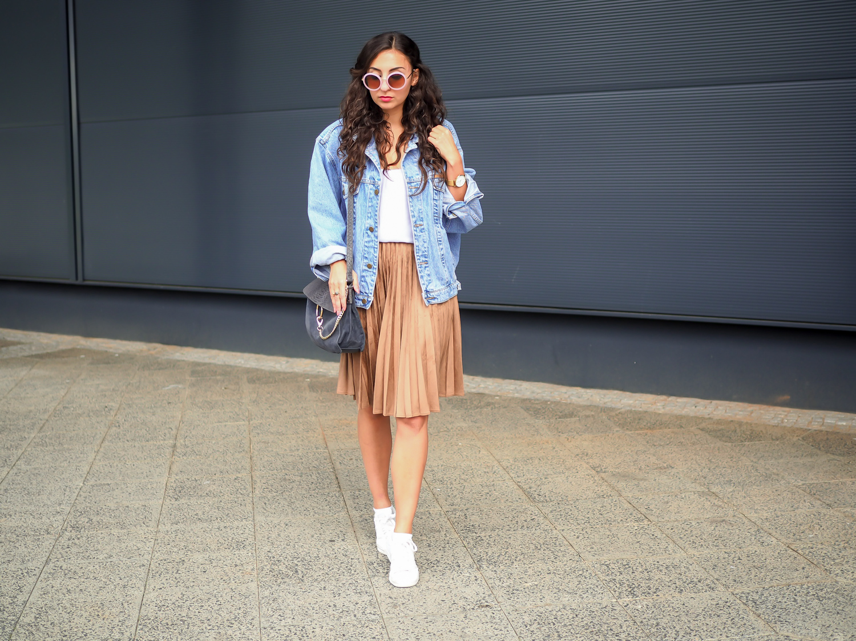 Plissee Berlin plissee berlin best oversize denim jacket and pleated skirt how to