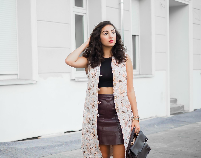 Paisley Waistcoat and Leather Miniskirt iranian traditional leather mini skirt zara crop top just fab bag casual look chic edgy party night out berlin streetstyle elegant feminine modeblog berlin samieze fashionblogger deutschland
