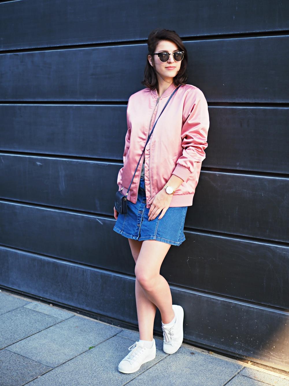 http://samieze.com/wp-content/uploads/2016/09/pink-bomber-jacket-hoch-ganz-2.jpg
