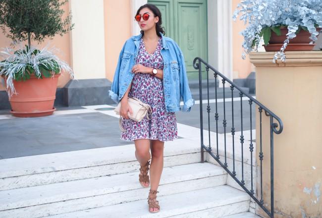 Mango Floral Dress and Denim Jacket oversize 90ies dress sommerkleid jeansjacke urlaubslook kaptn son sunglasses german fashionblog streetstyle blog berlin samieze deutschland