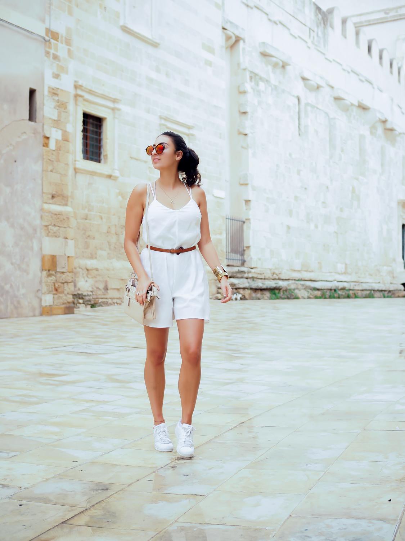travel diary outs outfitdiary urlaubslooks stylish einpacken sizilien sicily dress sommerkleid jeansjacke urlaubslook kaptn son sunglasses german fashionblog streetstyle blog berlin samieze deutschland