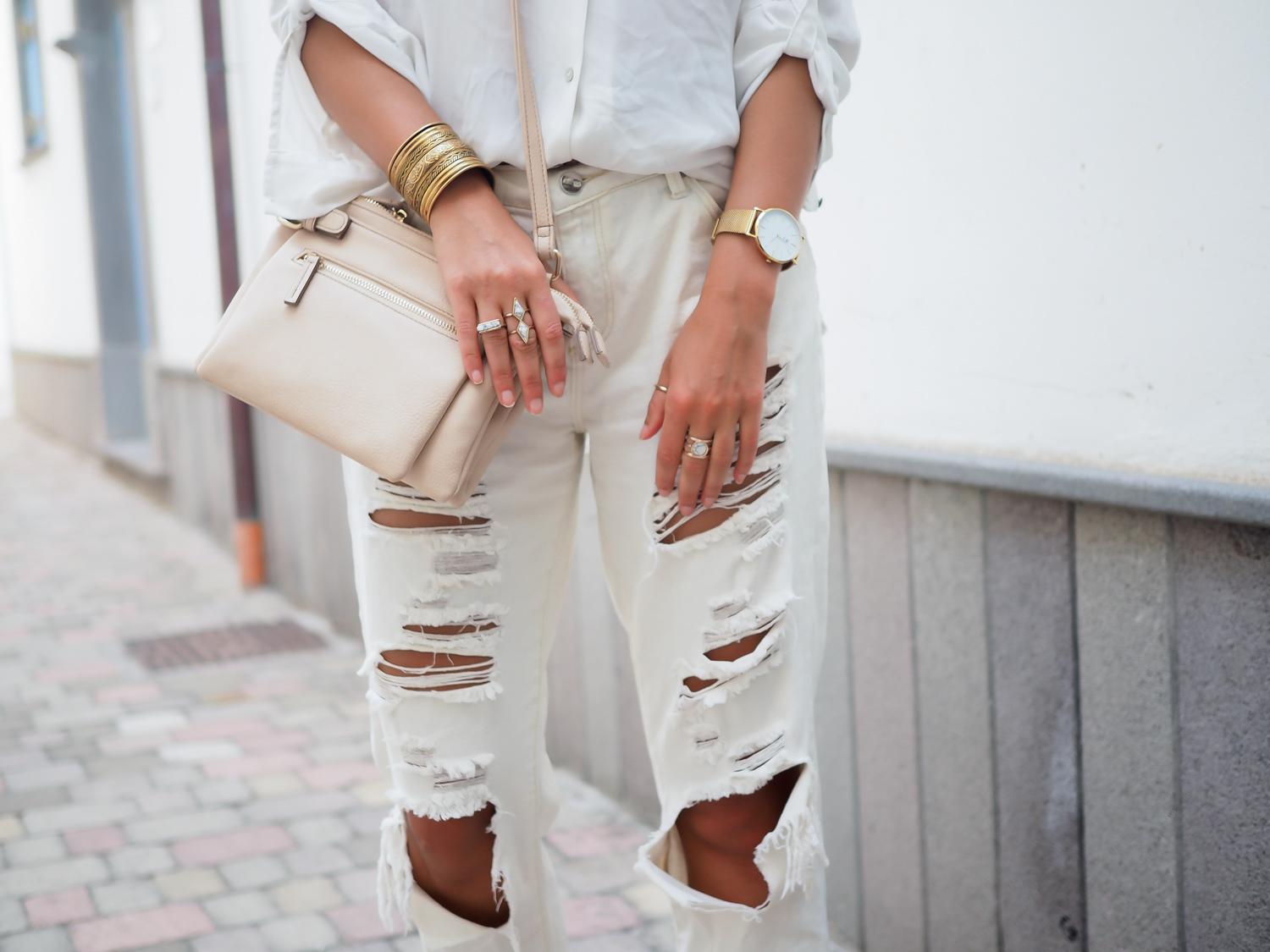 wpid-all-white-look-with-white-boyfriend-jeans-justfab-adidas-super-stars-look-outfit-girl-mädchen-frauen-style-alles-weiß-urlaubslook-holiday-attire-german-fashionblog-streetstyle-blog-berlin-samieze-deutschland-13.jpg.jpeg