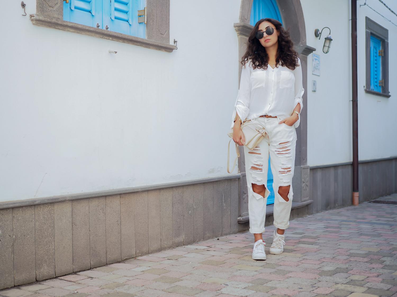 wpid-all-white-look-with-white-boyfriend-jeans-justfab-adidas-super-stars-look-outfit-girl-mädchen-frauen-style-alles-weiß-urlaubslook-holiday-attire-german-fashionblog-streetstyle-blog-berlin-samieze-deutschland-2.jpg.jpeg
