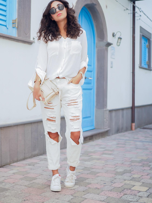 wpid-all-white-look-with-white-boyfriend-jeans-justfab-adidas-super-stars-look-outfit-girl-mädchen-frauen-style-alles-weiß-urlaubslook-holiday-attire-german-fashionblog-streetstyle-blog-berlin-samieze-deutschland-7.jpg.jpeg