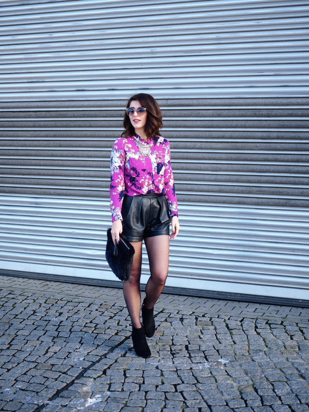 oasis floral shirt leather shorts party weekend outfit streetstyle look blog berlin samieze fashion inspiration trend