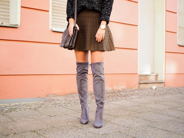 overknees and skater skirt miniskirt dorothy perkins overknee boots grey suede zara wollrock minirock oversize pullover streetstyle herbst preppy autumn outfit fashionblogger modebloggerin berlin samieze_-10