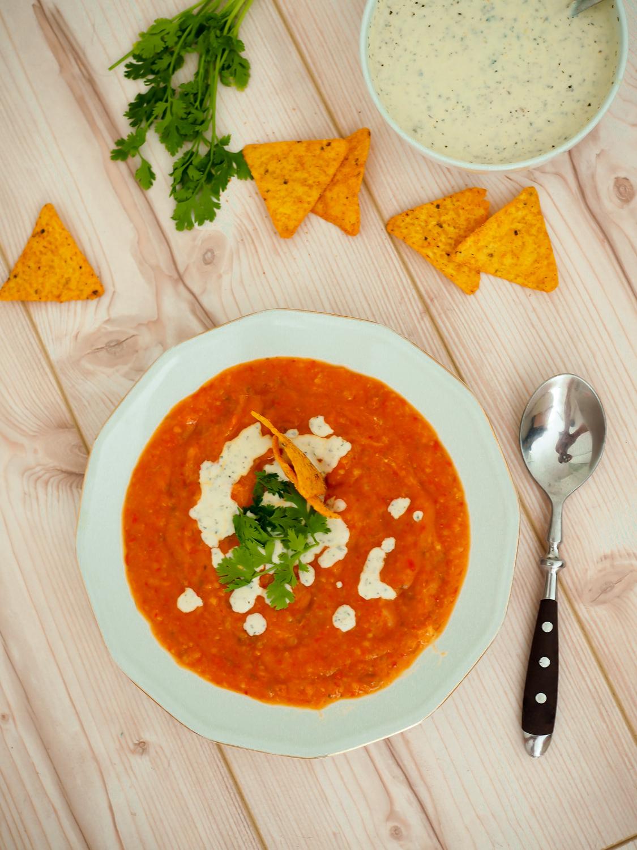 tomatensuppe mit koriander pepper tomato soup cilantro nachos torsi sour yoghurt tomaten-paprika-suppe lifestyle foodblog rezepte blog berlin samieze deutschland