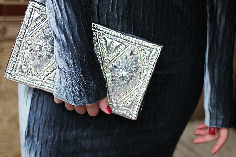 christmas look velvet midi dress glamorous tall asos balmain balmainxhm  chandelier earrings silver clutch bag party look streetstyle blog look berlin samieze