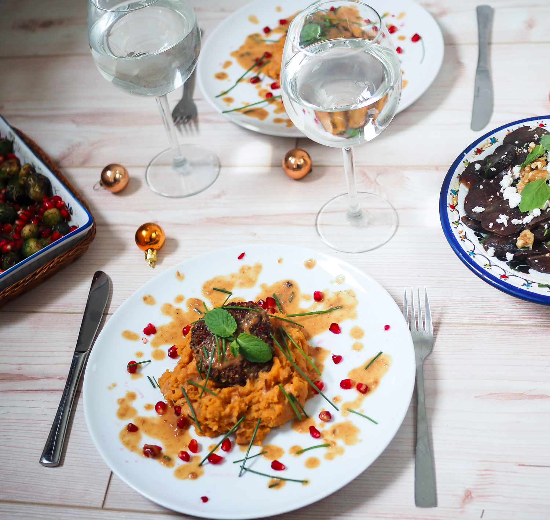 vegetarian christmas menue vegetarisches weihnachts essen menü nachspeise spekulatius quinoa burger rote beete salat rosenkohl vegan healthy festive berlin