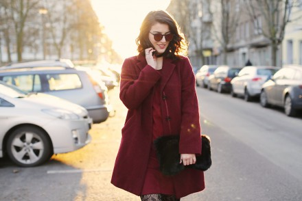 one tone burgundy gerry weber streetstyle street style look berlin blog samieze grunge outfit choker patterned tights chunky shoes lace up