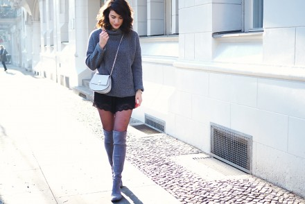 flat grey over knee boots suede over knee booties legs tights rollback peter kaiser esprit fiorelli bag silver chain lace shorts asos streetstyle samieze blog berlin how to wear