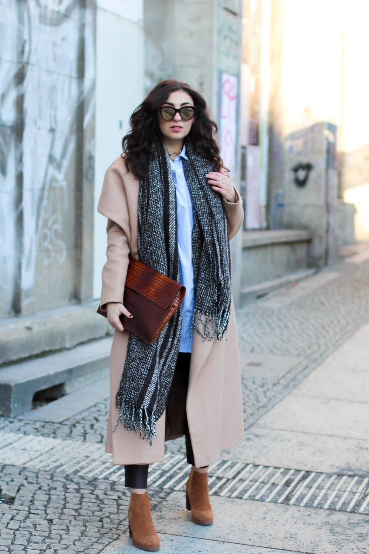winter fashion week outfit ivy&oak wrap coat camel mantel brauntöne kombinieren leatherpants oasis suede boots berliner mbfwb style streetstyle berlin blogger deutschland modeblog samieze-2