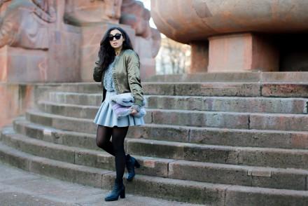 topshop olive bomber jacket skater skirt H&M preppy look peperosa black booties fluffy bag grey khaki streetstyle casual winterlook winter outfit samieze fashionblog blogger berlin deutschland-2
