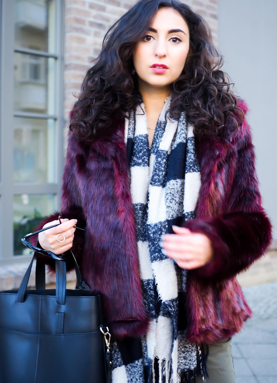 Oasis Faux Fur Jacket burgundy olive khaki suit pants edited uterque chunky boots streetstyle casual winterlook winter outfit samieze fashionblog blogger berlin deutschland
