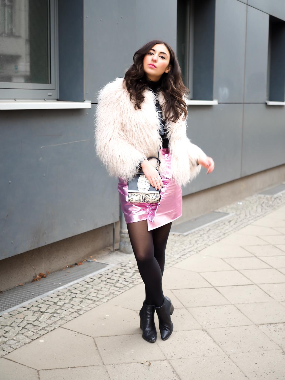 Metallic Pink Mini Skirt asymmetric mango minirock rosa silber fashion week outfit chic winter party look streetstyle quay sunglasses peter kaiser tasche samieze