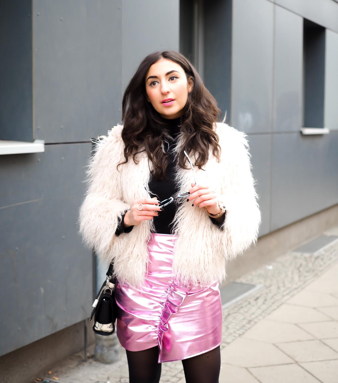 metallic pink mini skirt asymmetric mango minirock rosa silber fashion week outfit chic winter party look streetstyle quay sunglasses peter kaiser tasche  samieze-6