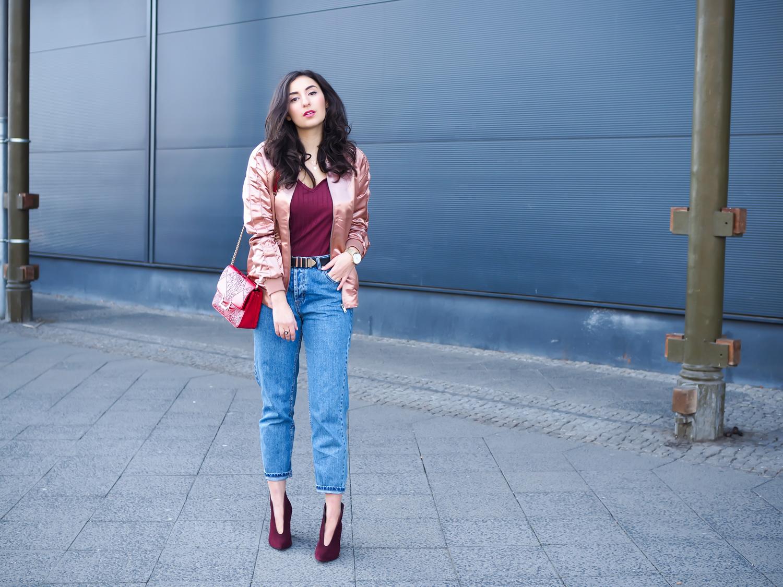 copper bomberjacket bordeaux booties stiefeletten dunkelrot sassyclassy tasche mom jeans pull&bear kupfer kombinieren denim stiefel rot frühlingslook berlin casual everyday blogger modeblog berlin samieze