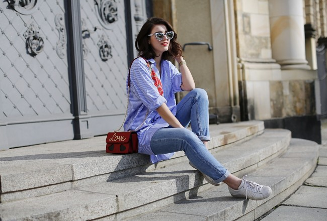 embroidered shirtdress shirt striped rose roses embroidery trend romwe dress love bag red colorful sassy classy boyfriend jeans quay sunnies shades spring look berlin samieze blog fashionblogger streetstyle inspiration post how to wear shirt dress jeans