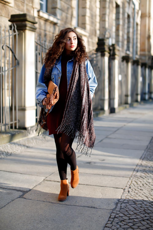 Styling a Vintage Denim Jacket denim jacket oversize jeansjacke vintage look boho schal strickkleid kombinieren girl outfit frühlingalook spring look fashionblog mode blog streetstyle germany berlin samieze