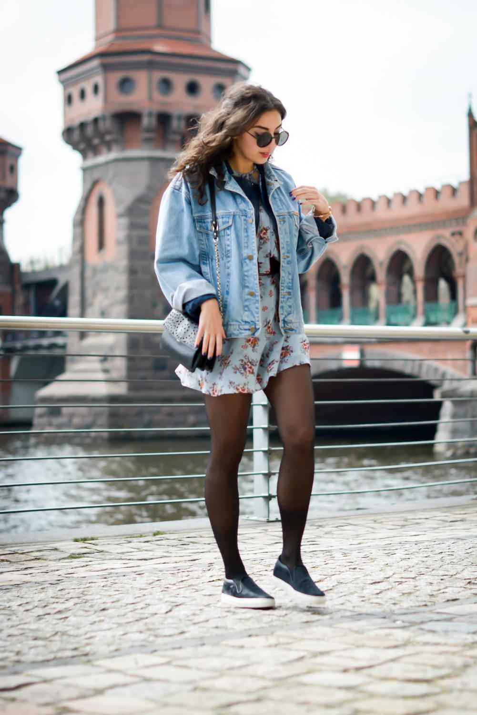 floral dress and denim jacket streetstyle slipons slipper adax bag vintage grunge frühlingslook frühlings outfit fashionblog modeblog fashion blogger germany berlin samieze-4