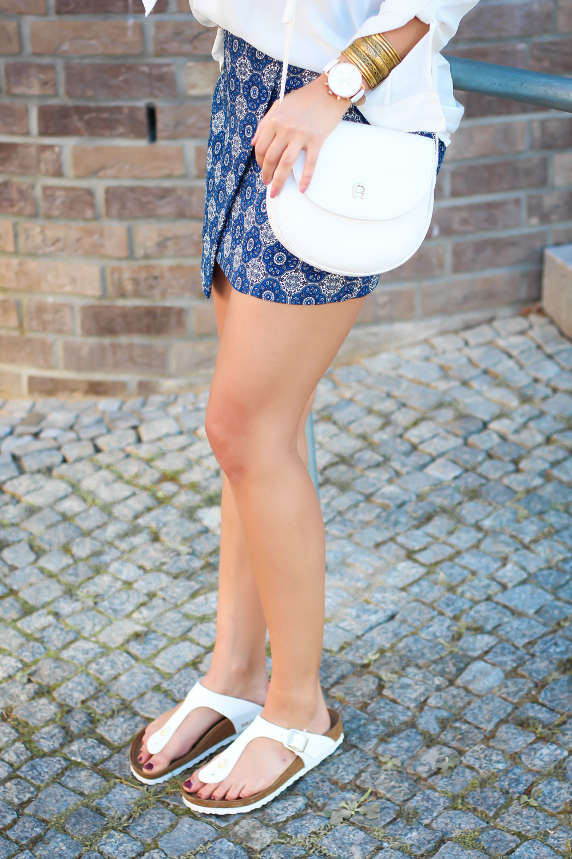 d3b3effbf86f Birkenstock Outfit Ideas weiße gizeh blogger frauen etrias onlineshop wrap  skirt mango aigner vintage tasche streetstyle ...
