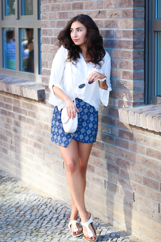 Birkenstock Outfit Ideas weiße gizeh blogger frauen etrias onlineshop wrap skirt mango aigner vintage tasche streetstyle