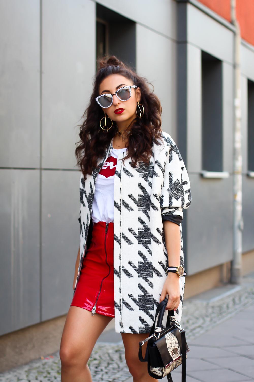 berlin fashion week summer streetstyle red patent skirt H&M quay marble sunglasses levis statement shirt modeblog fashionblog deutschland samieze-7