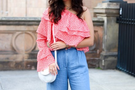 red one shoulder ruffled blouse sheinside volant top denim culotte stan smith woman outfit outfit berlin modeblog fashionblog deutschland samieze-7